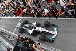 Valtteri Bottas, Mercedes-AMG F1 W09 llega al parc ferme