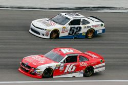 Ryan Reed, Roush Fenway Racing Ford y Joey Gase, Jimmy Means Racing Chevrolet