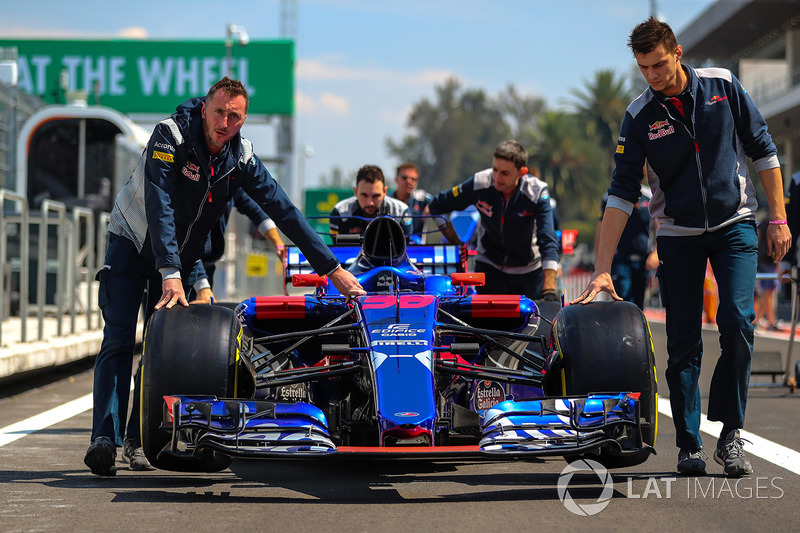 Mobil Brendon Hartley, Scuderia Toro Rosso STR12 didorong oleh mekanik