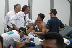 Doctor Xavier Mir y Angel Charte médicos MotoGP