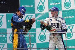 Podio: ganador de la carrera, Fernando Alonso, Renault tercer lugar Nick Heidfeld, Williams
