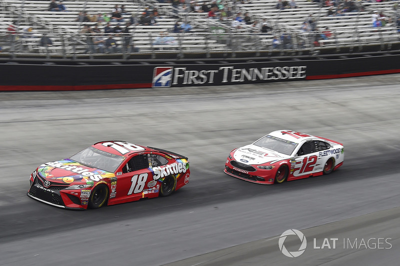 Kyle Busch, Joe Gibbs Racing, Toyota Camry Skittles, Ryan Blaney, Team Penske, Ford Fusion REV