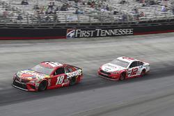 Kyle Busch, Joe Gibbs Racing, Toyota Camry Skittles, Ryan Blaney, Team Penske, Ford Fusion REV