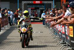 Yarış galibi Luca Grunwald