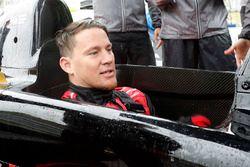 Channing Tatum si prepara per il suo giro pre-gara sulla Honda biposto IndyCar