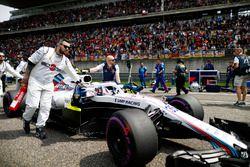 Sergey Sirotkin, Williams FW41 Mercedes, arrive sur la grille