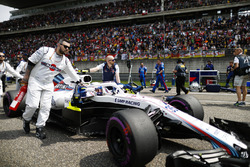 Sergey Sirotkin, Williams FW41 Mercedes, arriveert op de grid