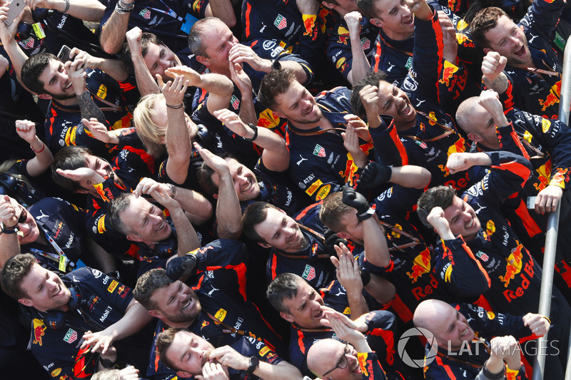 Red Bull святкує