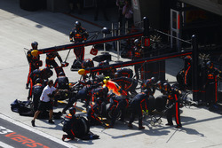 Max Verstappen, Red Bull Racing RB14 Tag Heuer, makes a pit stop