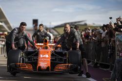 McLaren mekanikerleri McLaren MCL32'le
