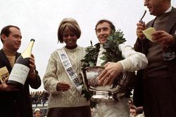 Race winner Jackie Stewart, Matra MS10