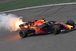 Daniel Ricciardo, Red Bull Racing RB14, avec de la fumée