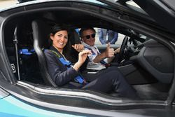 Алехандро Агаг и мэр Рима Вирджиниа Раджи, BMW i8 Qualcomm