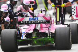 Sergio Perez, Force India VJM11 pit stop with aero paint on rear diffuser