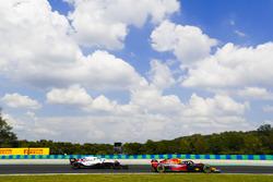 Max Verstappen, Red Bull Racing RB14, Sergey Sirotkin, Williams FW41