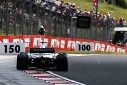 Romain Grosjean, Haas F1 Team VF-18 sypie iskrami