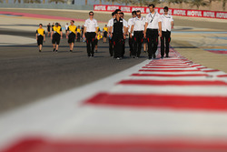 Kamui Kobayashi, Alex Wurz, Mike Conway, Toyota Gazoo Racing track walk