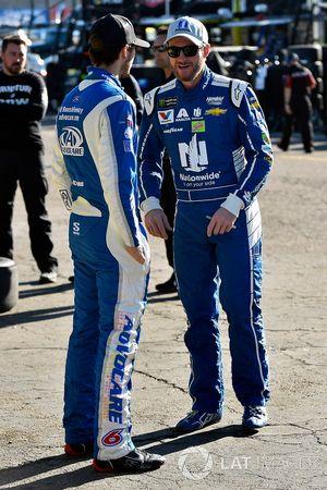 Dale Earnhardt Jr., Hendrick Motorsports Chevrolet, Trevor Bayne, Roush Fenway Racing Ford