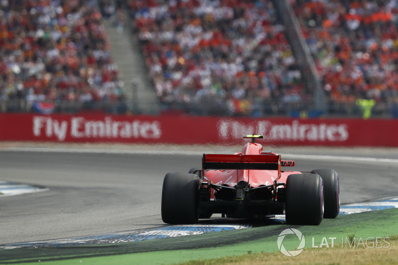 Raikkonen frustrated to lose a place to Bottas after losing time behind a lapped car