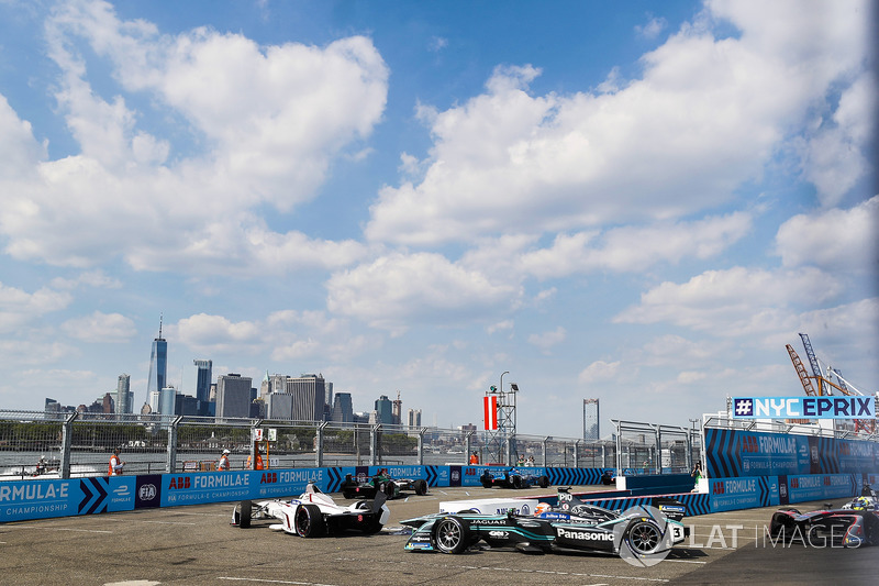 Jose Maria Lopez, Dragon Racing,leads Nelson Piquet Jr., Jaguar Racing