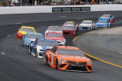 Daniel Suarez, Joe Gibbs Racing, Toyota Camry ARRIS e Alex Bowman, Hendrick Motorsports, Chevrolet Camaro Nationwide