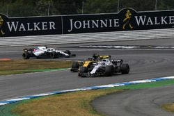 Sergey Sirotkin, Williams FW41 and Nico Hulkenberg, Renault Sport F1 Team R.S. 18
