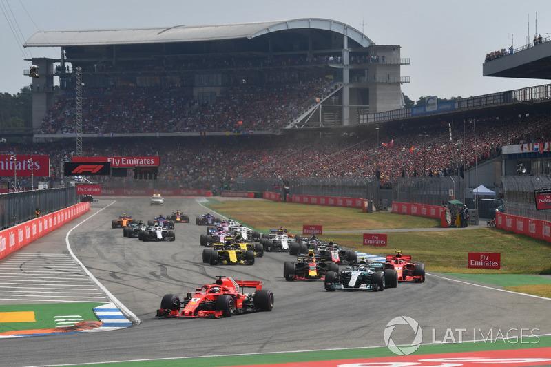 Sebastian Vettel, Ferrari SF71H lidera en la salida