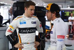 Stoffel Vandoorne, McLaren, with Fernando Alonso, McLaren