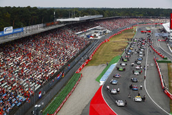 The Porsche Supercup field line-up on the grid