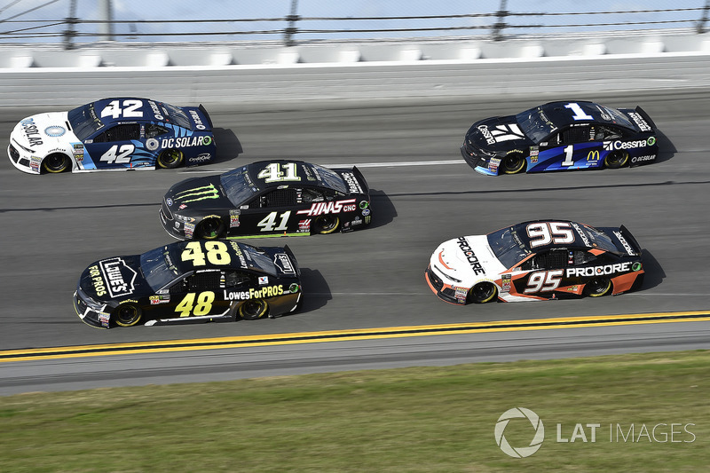 Kyle Larson, Chip Ganassi Racing Chevrolet Camaro, Jimmie Johnson, Hendrick Motorsports Chevrolet Ca