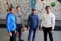 Augusto Farfus, Joel Eriksson, Philipp Eng e Bruno Spengler davanti alla parete per l'arrampicata
