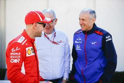 Sebastian Vettel, Ferrari, discute avec Franz Tost, Team Principal, Toro Rosso