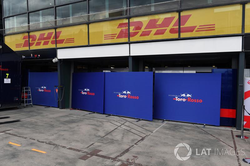 Scuderia Toro Rosso garaj hazırlıkları