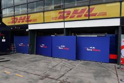 Les écrans du garage Scuderia Toro Rosso