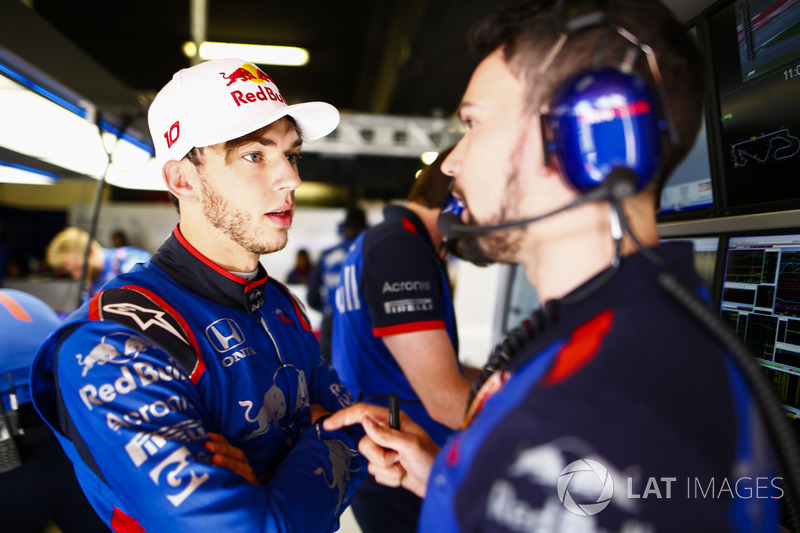 Pierre Gasly, Toro Rosso, talks to an engineer