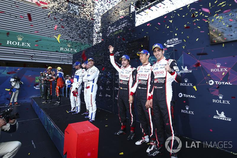 Победители Фернандо Алонсо, Себастьен Буэми и Казуки Накаджима, Toyota Gazoo Racing