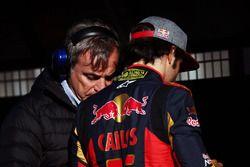 (L nach R): Carlos Sainz, mit seinem Sohn Carlos Sainz Jr., Scuderia Toro Rosso