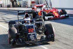 Jenson Button, McLaren MP4-31, in pista con i sensori per i test aerodinamici e Sebastian Vettel, Ferrari SF16-H con il sistema halo