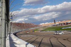 Brad Keselowski, Team Penske Ford, pakt de overwinning