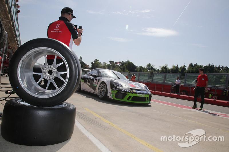 Enrico Fulgenzi, Ghinzani Arco Motorsport, in pit lane