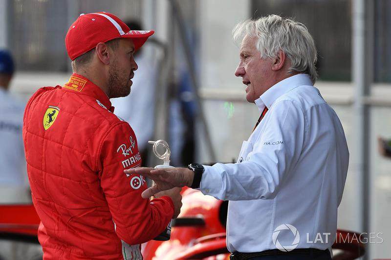 Sebastian Vettel, Ferrari e Charlie Whiting, Delegato FIA