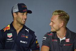 Daniel Ricciardo, Red Bull Racing y Kevin Magnussen, Haas F1
