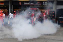Ferrari garaje y humo