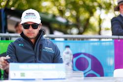 Nelson Piquet Jr., Jaguar Racing, alla sessione autografi