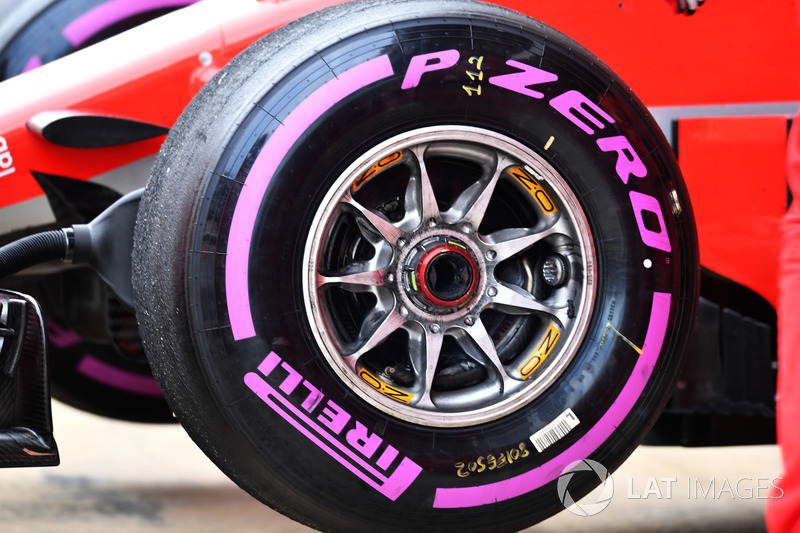 Ferrari SF71H rueda delantera y neumático Pirelli
