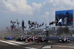 Robert Wickens, Schmidt Peterson Motorsports Honda, Will Power, Team Penske Chevrolet startta lider