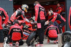 Chaz Davies, Aruba.it Racing-Ducati SBK TeamPirelli tyre change