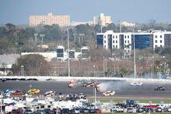 Crash: Daniel Suarez, Joe Gibbs Racing Toyota Camry, William Byron, Hendrick Motorsports Chevrolet C