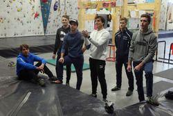 Augusto Farfus, Marco Wittmann, Philipp Eng, Bruno Spengler Philipp Eng y Joel Eriksson en la sala de escalada