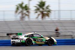 Автомобиль №28 команды Alegra Motorsports, Porsche 911 GT3 R: Йорг Бергмайстер, Майкл де Кесада